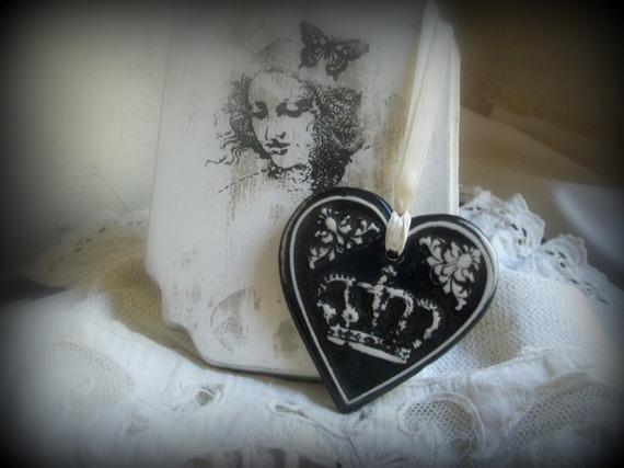 accessoires-de-maison-coeur-couronne-en-terre-cuite-ema-8674097-photo-2391-017e17e3-fbcb0_570x0