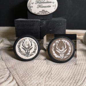 Boutons-poignee-meubles-button-handle-tiroir-porte-artisanal-originaux-pub-tete-cerf-animal-couleur-bois-noir