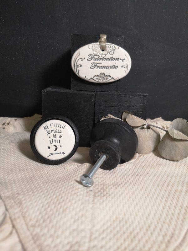 Bouton poignée meuble button handle tiroir porte artisanal original pub Ne t'arrête jamais de rêver couleur bois noir