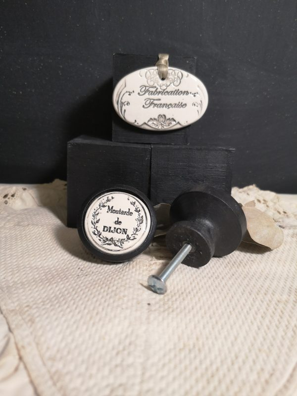 Bouton poignée meuble button handle tiroir porte artisanal original pub Moutarde de Dijon couleur bois noir