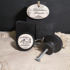Bouton poignée meuble button handle tiroir porte artisanal original pub Keller Kurtz & CO couleur bois noir