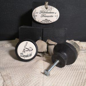 bouton-poignee-meuble-button-handle-tiroir-porte-artisanal-original-pub-cuisine-inscription-bureau-chambre-manuscrit-ceramique-bois-noir
