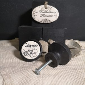 bouton-poignee-meuble-button-handle-tiroir-porte-artisanal-original-pub-cuisine-inscription-chambre-calligraphie-ceramique-bois-noir