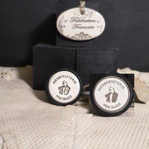 Bouton poignée meuble button handle tiroir porte artisanal original pub Herboristerie Père Blaize couleur bois noir