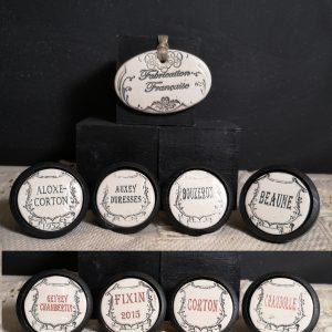 Bouton poignée meuble de tiroir ou porte artisanal original pour cuisine salle de bain chambre bureau ou autre Vintage Vin de Bourgogne en céramique présentation bois noir