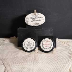 Bouton poignée meuble de tiroir ou porte artisanal original pour cuisine salle de bain chambre bureau ou autre Vintage Vin de Gaillac en céramique présentation bois noir