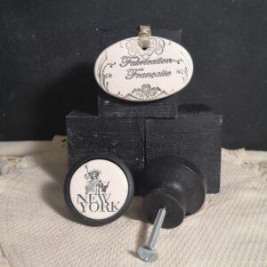 Bouton poignee meuble button handle tiroir porte artisanal original SATUE LIBERTE couleur bois noir