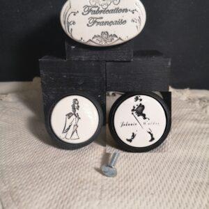 Bouton poignée meuble de tiroir ou porte artisanal original pour cuisine salle de bain chambre bureau ou autre Johnnie Walker en céramique présentation bois noir