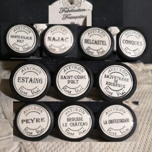 Boutons poignée meubles de tiroir ou porte artisanal original pour cuisine salle de bain chambre bureau ou autre Vintage Aveyron Vivre Vrai en céramique présentation bois noir