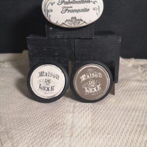 Bouton poignée meuble de tiroir ou porte artisanal original pour cuisine salle de bain chambre bureau ou autre Maison de Luxe présentation en céramique bois noir