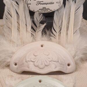 Poignée coquille meuble de tiroir ou porte artisanal original pour cuisine salle de bain chambre bureau ou autre Volute en céramique présentation