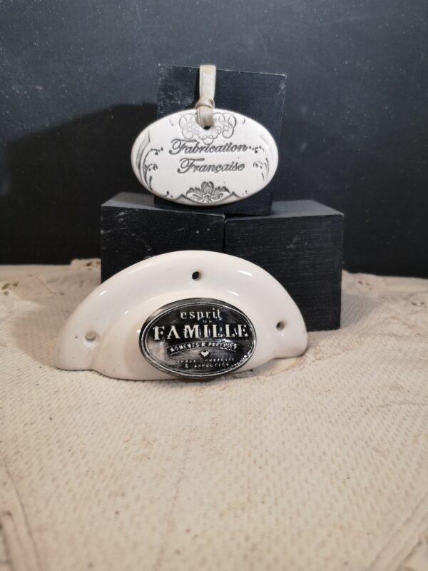 Poignée coquille meuble de tiroir ou porte artisanal original pour cuisine salle de bain chambre bureau ou autre Esprit de famille en céramique poignée crème ovale noir
