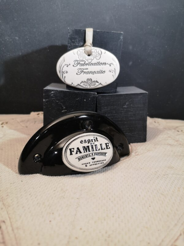 Poignée coquille meuble de tiroir ou porte artisanal original pour cuisine salle de bain chambre bureau ou autre Esprit de famille en céramique poignée noire ovale crème