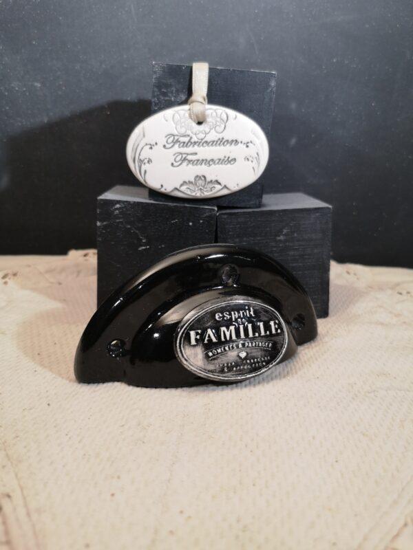 Poignée coquille meuble de tiroir ou porte artisanal original pour cuisine salle de bain chambre bureau ou autre Esprit de famille en céramique poignée noire ovale noire